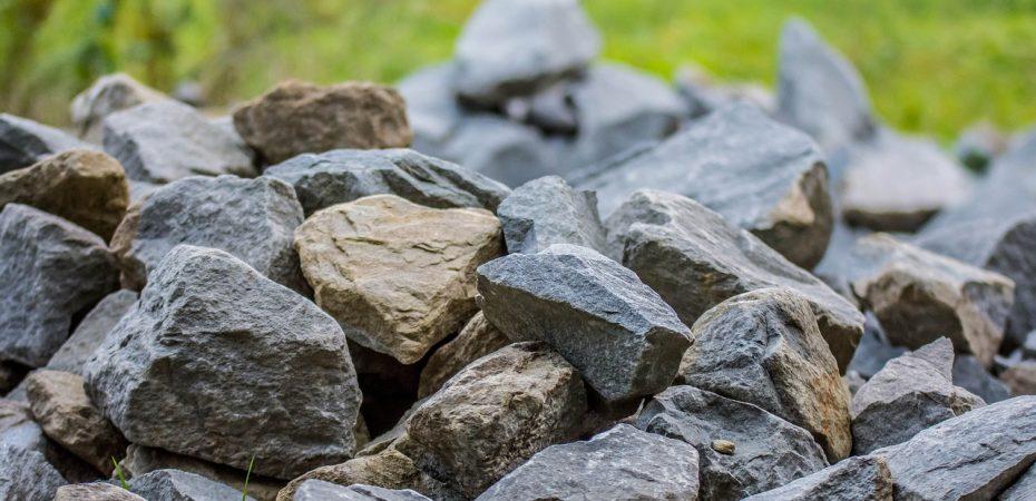 Kamień w ogrodzie – jaki wybrać?