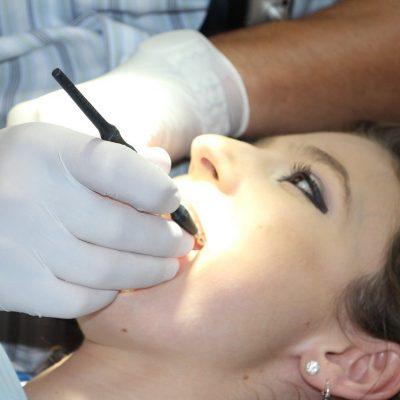 Kontrola u stomatologa – jak często powinno się ją odbywać?